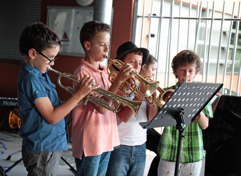 Excellent quatuor de trompettes avec ces jeunes élèves.