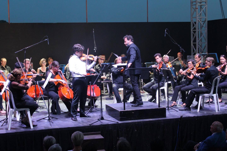 Fedor Rudin, avec son Stradivarius, et Benjamin Levy, le nouveau chef de l'orchestre Cannes Paca, ont enchanté le public.