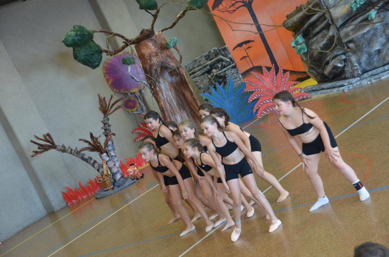 Les danseuses ont évolué dans un superbe décor .