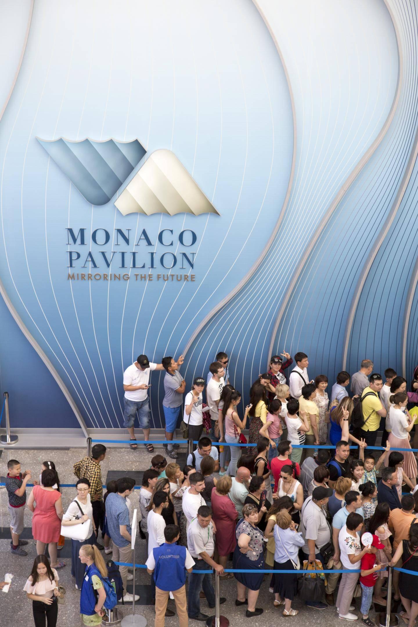 Mirroring the future, la maxime du pavillon monégasque, intrigue les visiteurs, surpris dès l'entrée.