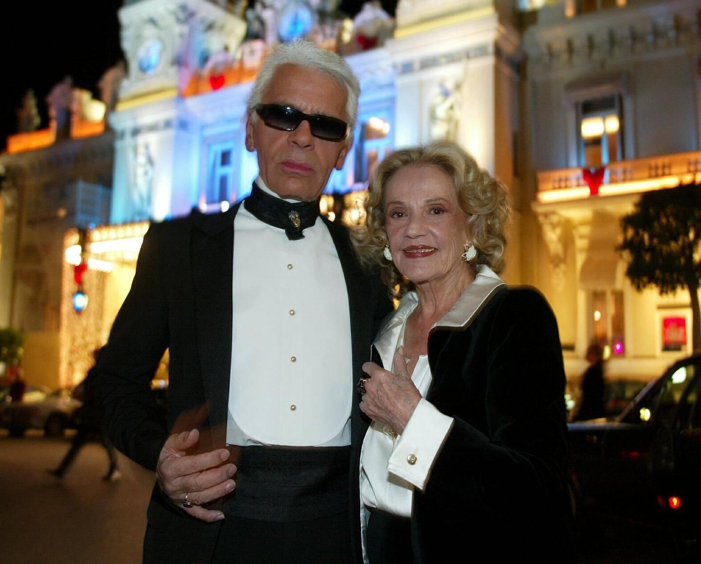 Jeanne Moreau et Karl Lagarfield devant le Casino de Monaco.