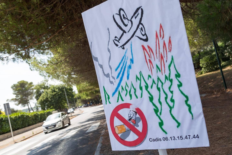 Panneaux de sensibilisation et flyers sur les véhicules : le Comité d'animation et de défense des intérêts des Semboules interpelle la population sur le danger des mégots de cigarette.
