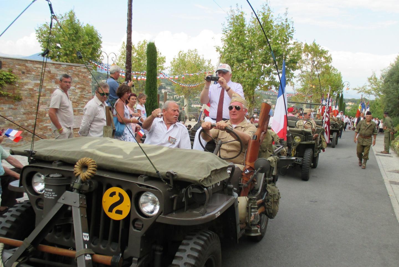 Le cortège a cheminé de la place des patriotes au monument aux Morts du village.