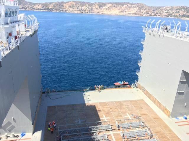 Haut de 27 mètres, l'engin s'immergera de plus des deux tiers pour ensuite libérer les caissons flottants.