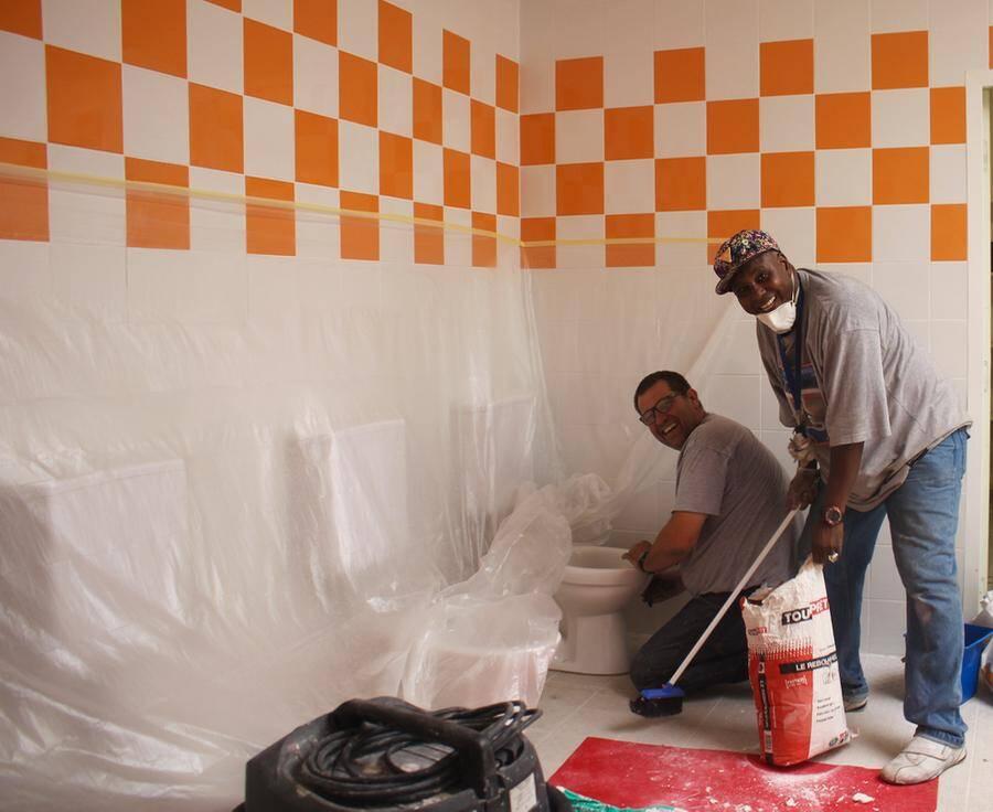 A l'école de Garbejaïre on s'est, entre autres, occupé des sanitaires.