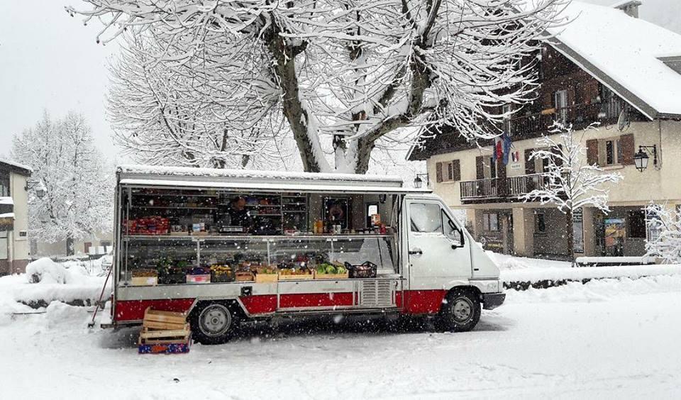 Le camion de Renato sous la neige... à Entraunes, l'hiver dernier.