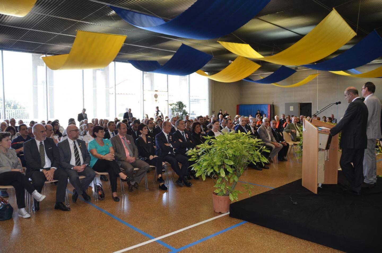Près de 300 personnes ont participé à la cérémonie officielle de la St Michel, vendredi matin, où le maire a prononcé un discours politique devant un parterre d'élus locaux.