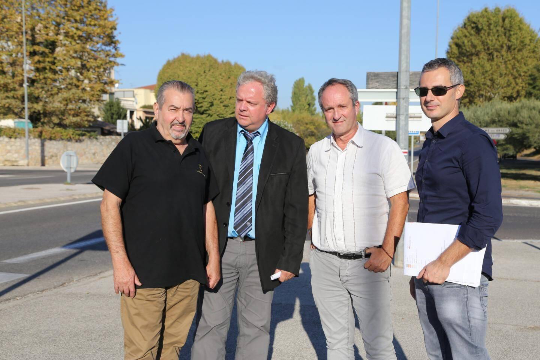 Robert Michel et Dominique Lain en compagnie de Pierre Renoux, chef du pôle technique Provence Méditerranée Est et Eric Isoard, chef service ingénierie.
