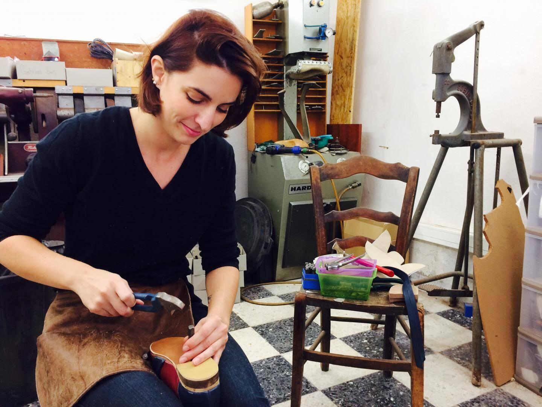 Quand Lena a décroché son diplôme de styliste modeliste chaussures à Cholet, il n'y avait que 16 bottiers en France.
