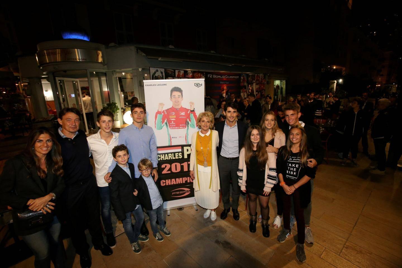 Le jeune champion du monde de GP2 a fêté son titre en compagnie de sa famille et de ses amis au restaurant Le Mystic.