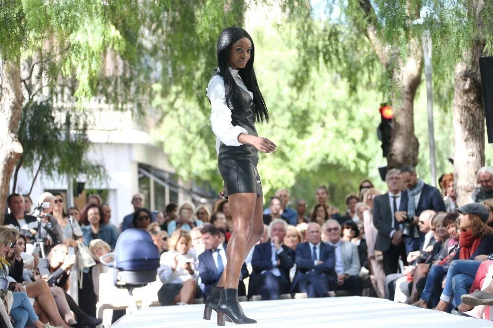 Le défilé de mode des commerçants de la rue Alphonse-Karr, à Nice.