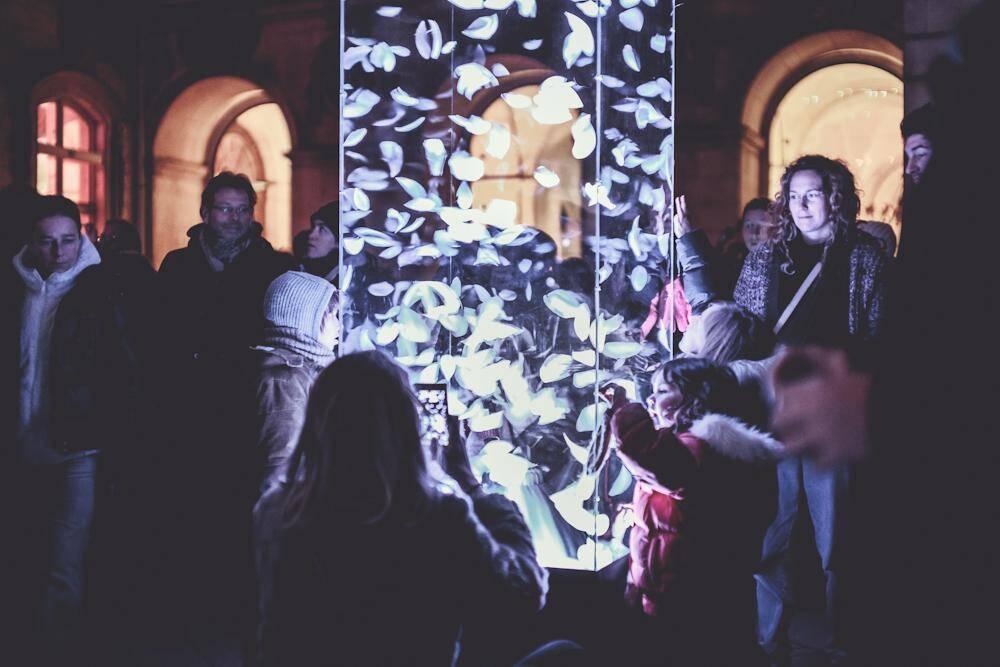 Parmi les multiples animations qui se dérouleront durant les fêtes à Toulon , un ballet de plume et de lumière dans un sanctuaire contemporain.