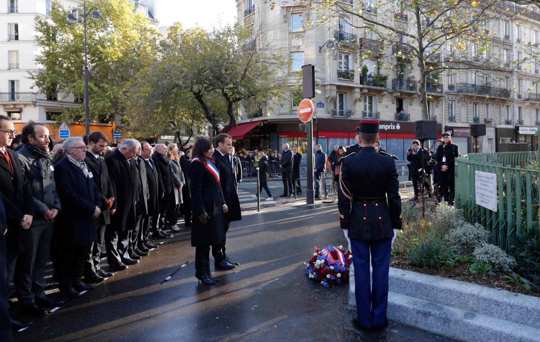 Emmanuel Macron et la maire de Paris Anne Hidalgo ce lundi matin non loin du café