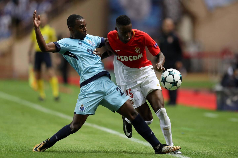 Ricardo Pereira porte désormais le maillot bleu de Porto, ici contre Monaco en Ligue des champions.