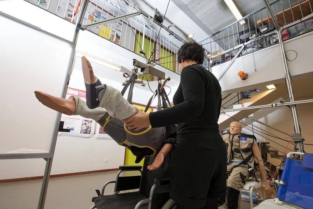 Ce robot parallèle à câbles peut soulever partiellement ou intégralement une personne, il soulagera les aidants des tâches physiquement pénibles.