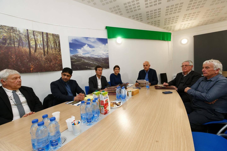 Le président Ferdinand Bernhard, accompagné des maires de La Cadière et de Saint-Cyr ainsi que des experts sollicités par Sud Sainte-Baume, a présenté hier la mise en œuvre du programme de prévention des inondations sur le territoire de l'agglomération.
