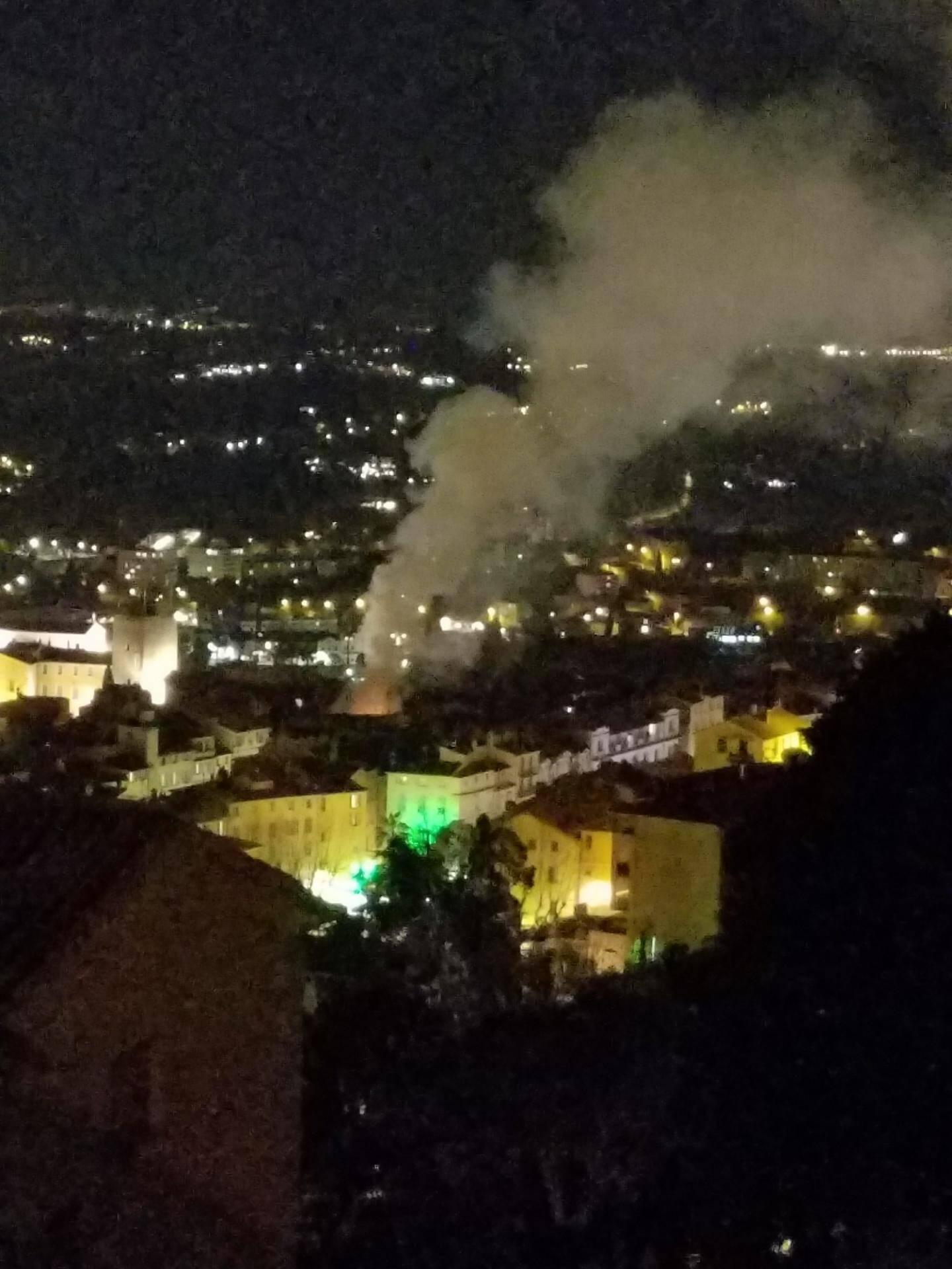L'impressionnant panache de fumée était visible depuis les hauteurs.