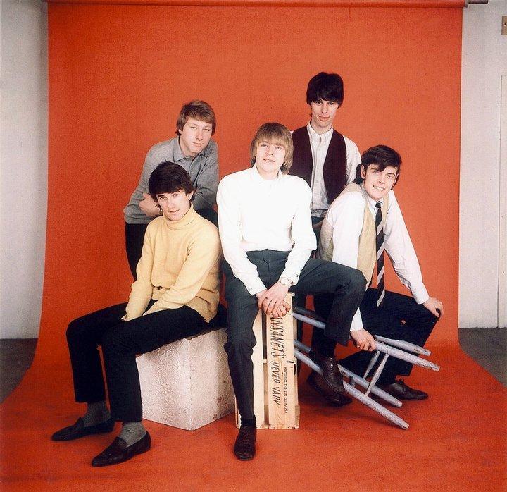 Septembre 1967, les Yardbirds jouent les mannequins pour un magazine anglais (Jim à droite devant Jimmy Page).