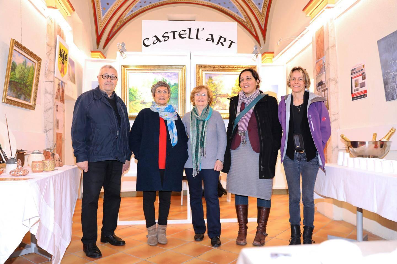 Poterie et peinture sont au cœur de cette exposition signée par quatre femmes artistes.