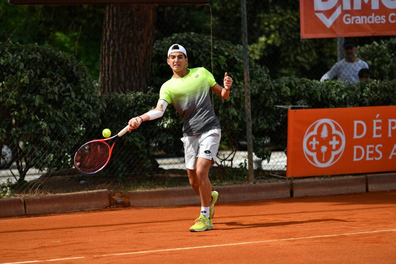 Alain Moreau (vice-président de la Fédération française de tennis), Lorenzo Musetti, Xavier Beck (maire de Cap d'Ail), Filippo Moroni et Jean-Jacques Zaragozi, président du comité de tennis des Alpes-Maritimes.