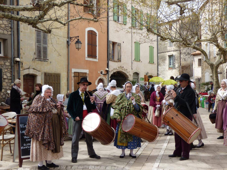 Du folklore avec « Lei Gouvent Dracenen ».