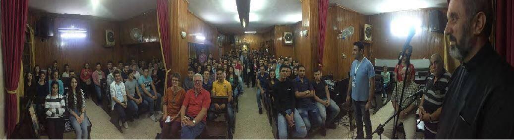 """""""Depuis 3 ans la communauté partage la petite église de la communauté syriaque-catholique: il s'agit d'un local en sous-sol de 120 m2 pouvant recevoir de 150 à 200, voire 350  personnes (très serrées !)"""""""