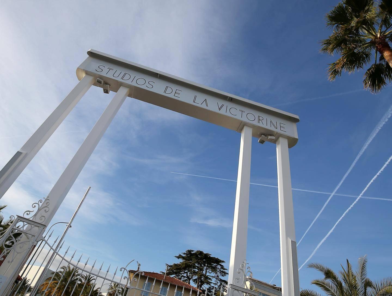 Le tournage de la saison 2  de la série Riviera va bientôt débuter aux studios.
