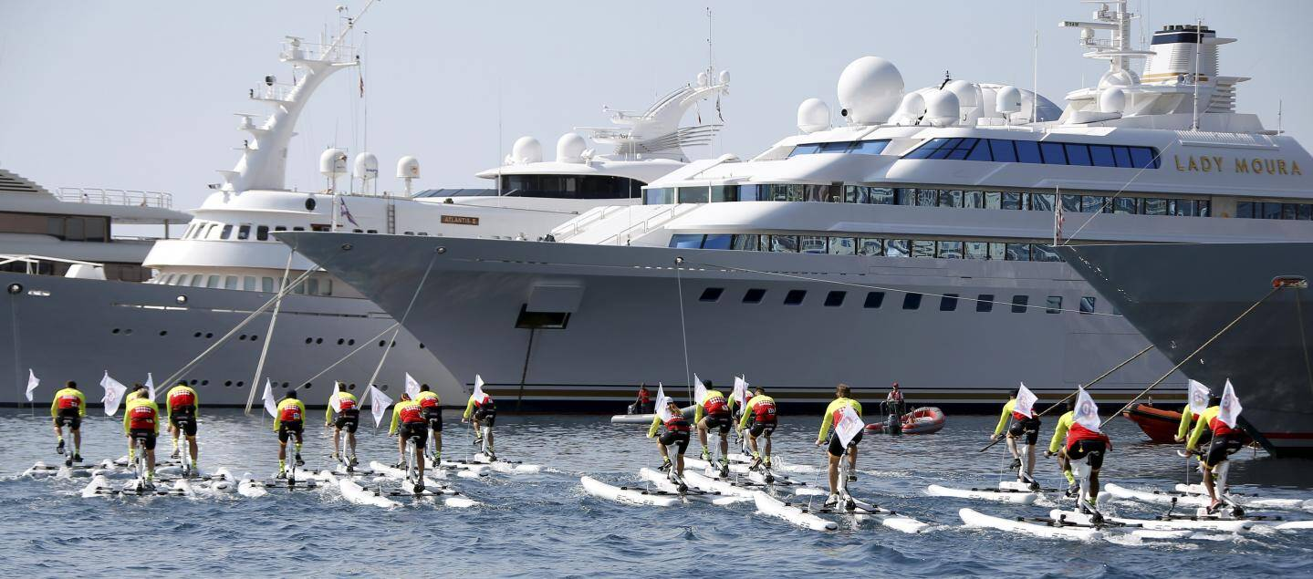 10 h 05 hier, bille en tête, les cyclistes de mer s'élancent dans le port Hercule.