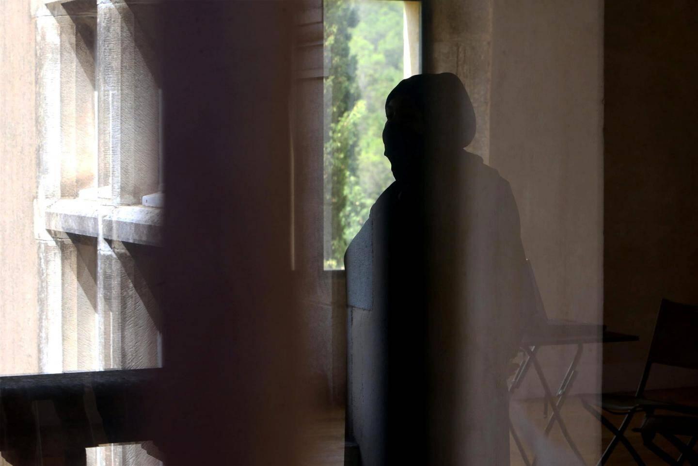 L'un des mineurs habillé d'un niqab, pour les besoins de son personnage.