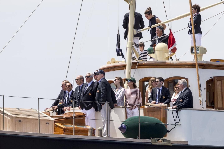 À bord du Pacha III, le prince souverain et la famille princière, accompagnés de Bernard d'Alessandri, ont suivi la course dans la baie de Monaco.