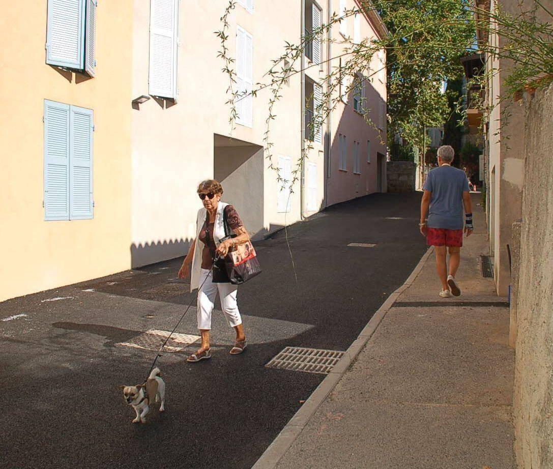 La rue Font-Neuve peut d'ores et déjà être empruntée dans les deux sens.