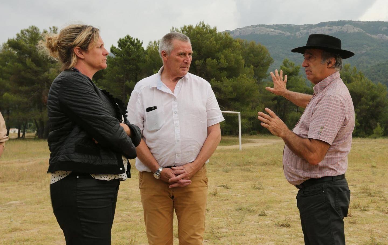La députée a visité le lavoir, le moulin à huile et le terrain du futur PRL.