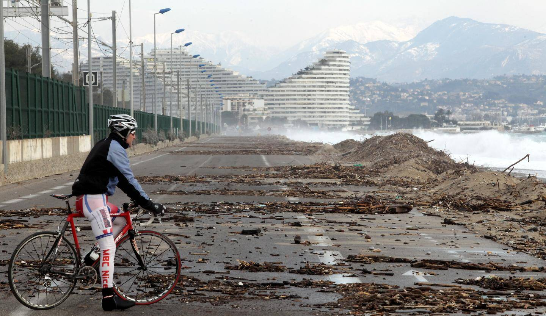 La route du bord de mer entre Villeneuve-Loubet et Antibes est fermée à la circulation plusieurs fois par an