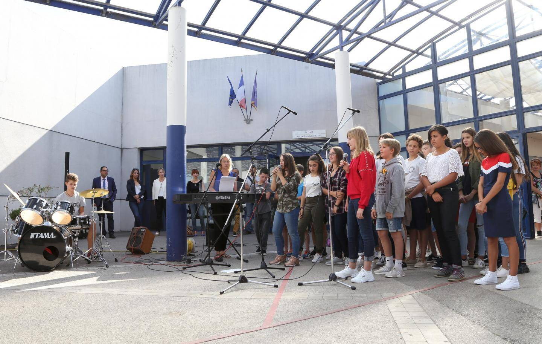 Les collègiens ont également chanté plusieurs  morceaux devant le recteur et les élus.