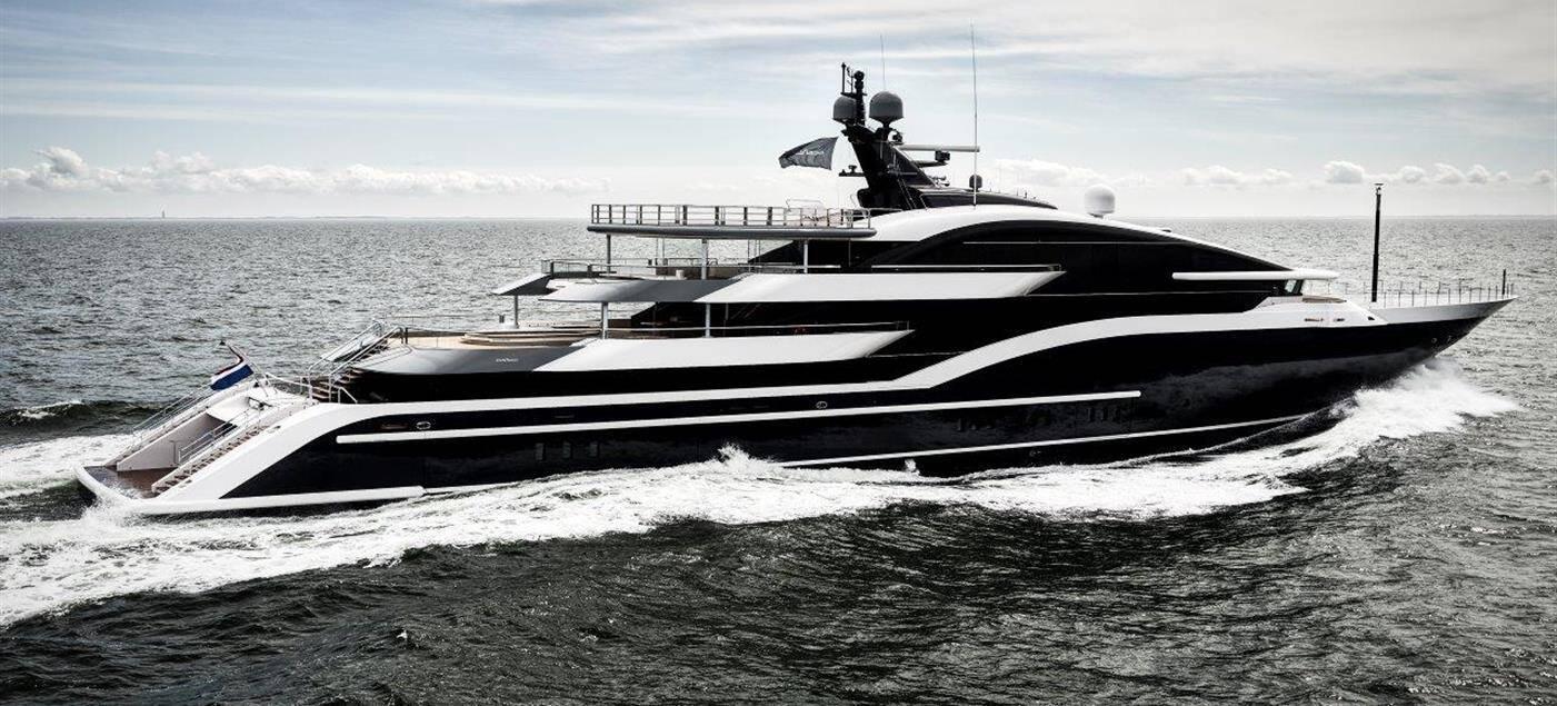 Le DAR, plus grand yacht de cette édition, a reçu deux awards hier soir.