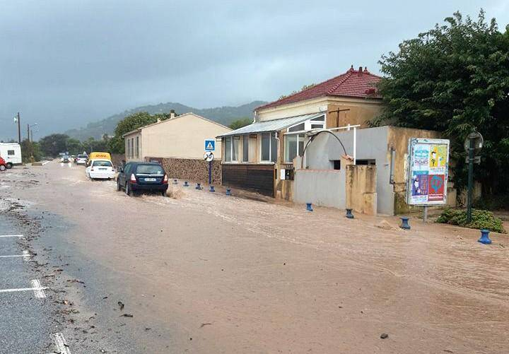 Les routes du littoral de Hyères sont inondées.