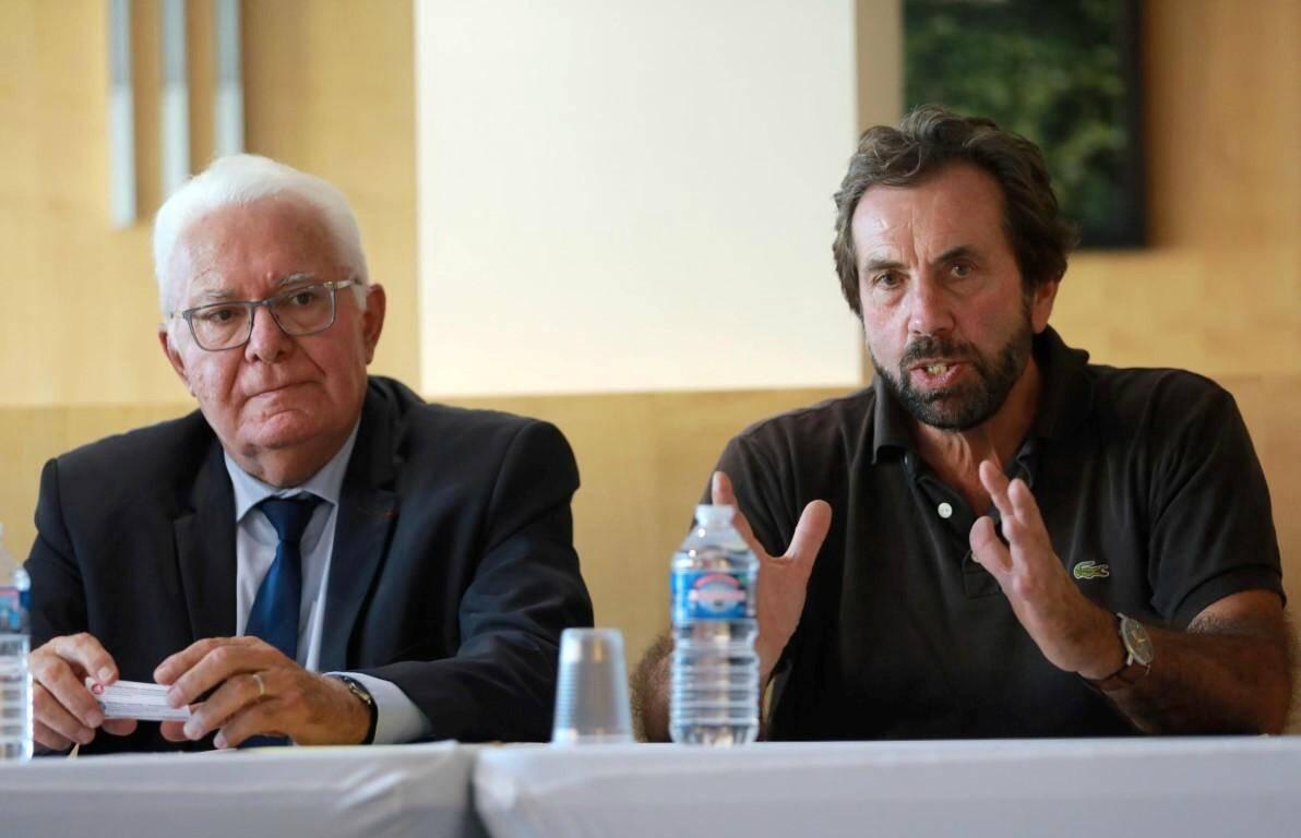 Le maire de Hyères a donné une conférence de presse ce lundi, au côté du PDG de la société de dépollution.