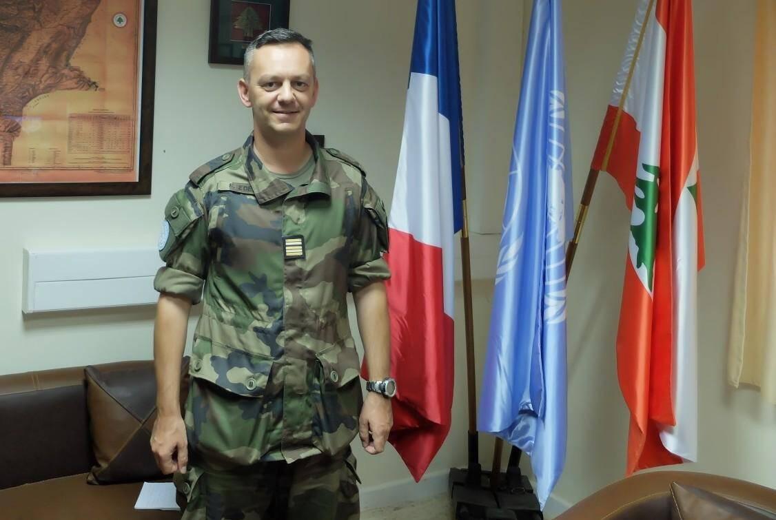 Avec 25.000 binationaux au Liban, dix fois plus enFrance, et 800 millions d'euros par an d'échangescommerciaux, les intérêts français au pays du cèdre restent importants, selon le lieutenant-colonel Edel.