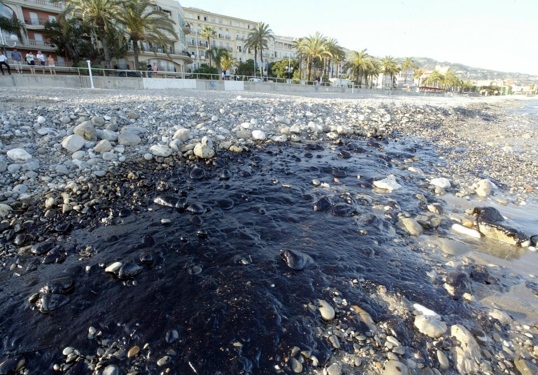Pollution entre Menton et Roquebrune.
