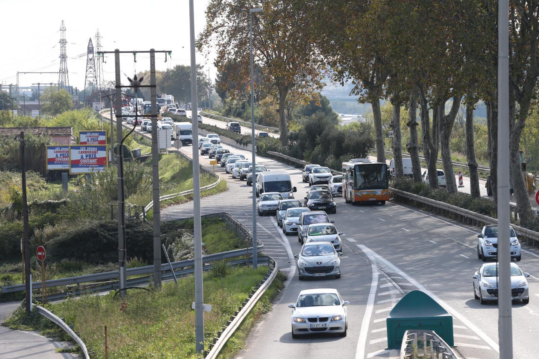 Trafic au ralenti sur la route de Grenoble.