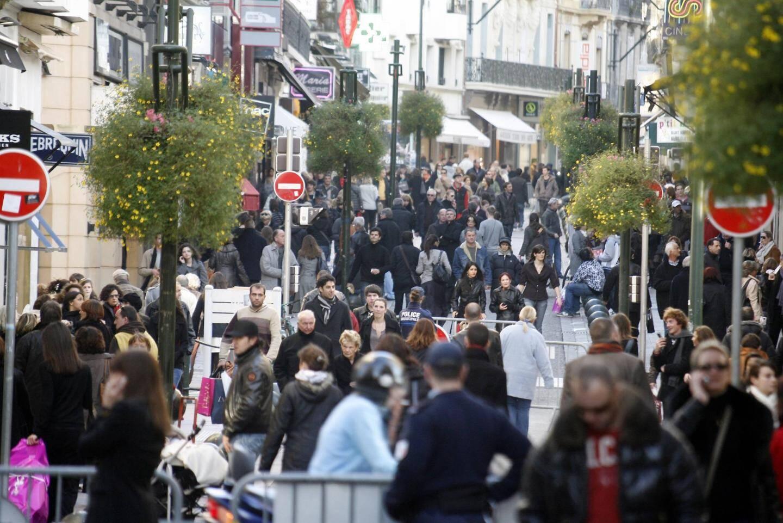 Depuis quelques années, durant les fêtes de Noël, la rue d'Antibes à Cannes est offerte aux piétons.