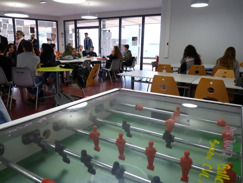 Une salle de vie scolaire a pu être créée grâce à la réorganisation des espaces.