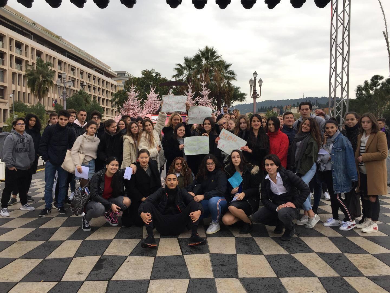 Les élèves du lycée privé Saint-Joseph sont venus manifester sur la place Masséna.