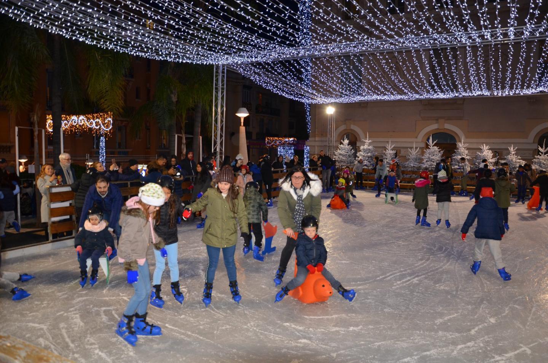 La patinoire était très vite investie dans une ambiance joviale.