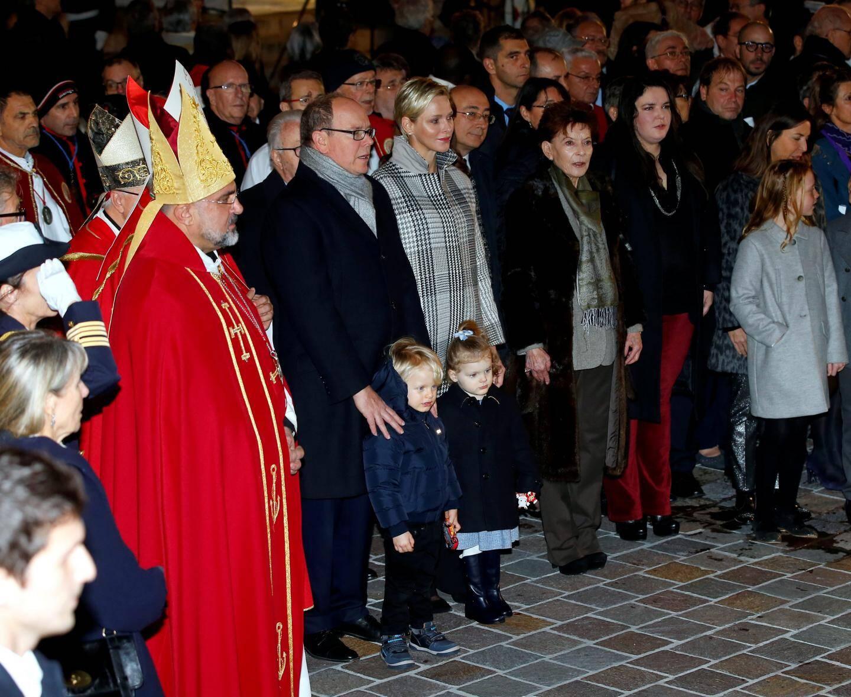 Première Sainte Dévote pour le prince héréditaire Jacques et la princesse Gabriella qui découvrent la tradition monégasque.
