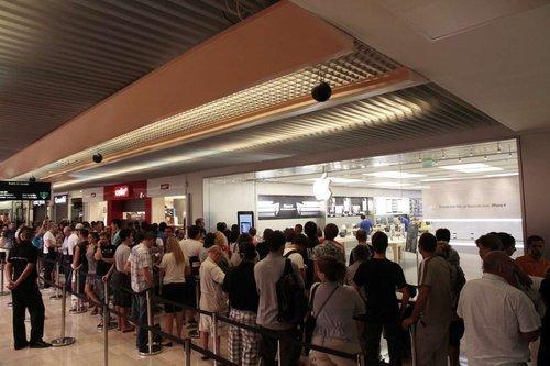 La queue devant l'Apple Store lors de son ouvertire en 2010.