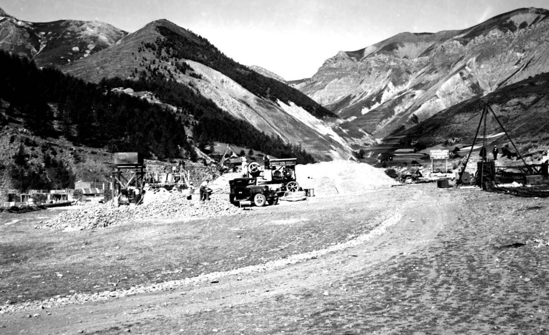 Construction du téléphérique d'Auron en 1937.