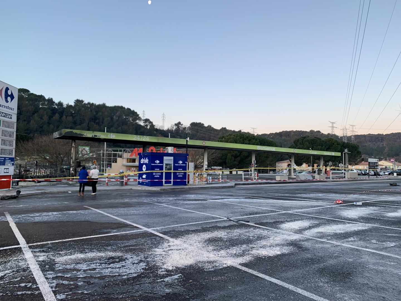 Les dégâts visibles sur la station essence.