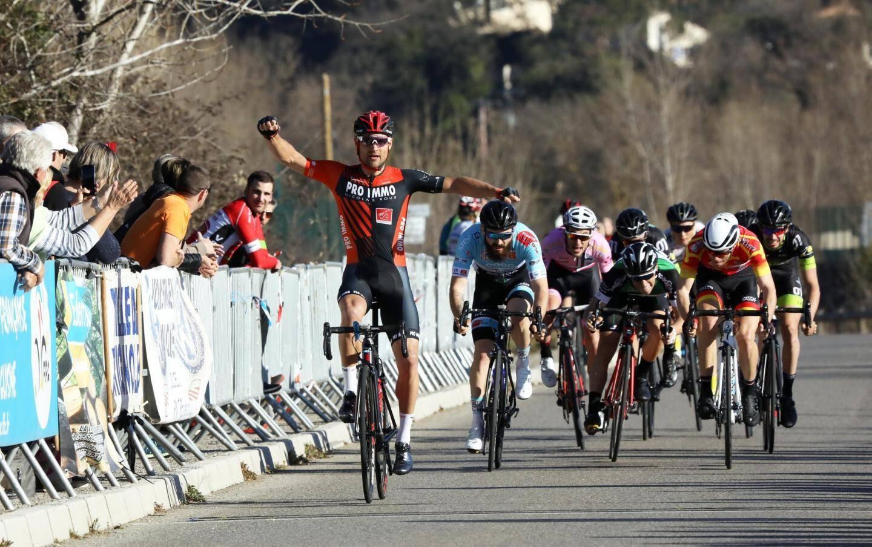 Lancé à 200 mètres de la ligne d'arrivée, le sprint final a été remporté sans contestation par Florent Pereira, qui a devancé un groupe de dix coureurs. Kévin Besson a pris la deuxième place, Jordan Levasseur complétant le podium.