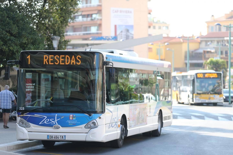 Selon l'Aspona, les bus départementaux de la ligne 100 ne sont pas du tout adaptés à la ville.